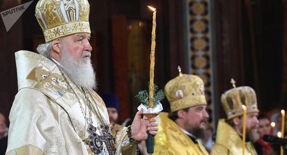 Rus Ortodoks Patriği Kirill, Moskova'daki Kurtarıcı İsa Katedrali'nde düzenlenen Noel gecesi ayininde.
