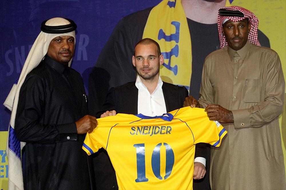 Sneijder, Katar'da basına tanıtıldı