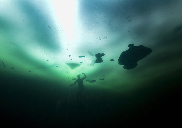 Donmuş göl-Finlandiya