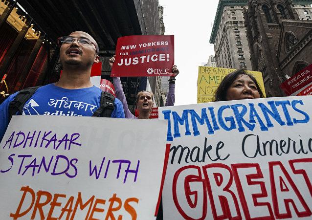 New York'taki Trump Tower yakınlarında DACA'yı savunan eylemciler