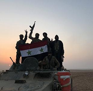 Suriye hükümet güçleri bayrağı Elbu Kemal