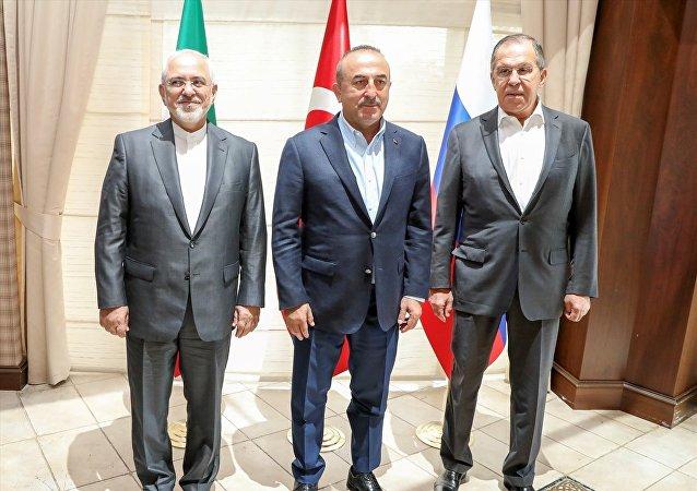 Dışişleri Bakanı Mevlüt Çavuşoğlu, Rusya Dışişleri Bakanı Sergey Lavrov ve İran Dışişleri Bakanı Muhammed Cevad Zarif