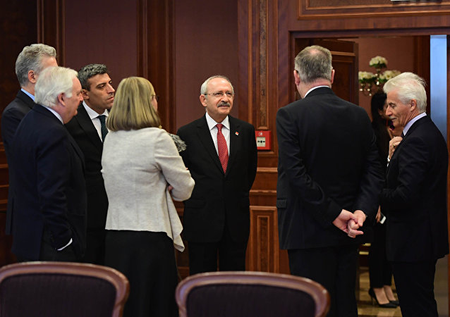 Cumhuriyet Halk Partisi Genel Başkanı Kemal Kılıçdaroğlu, Ankara'da Avrupa Birliği üyesi ülkelerin büyükelçileri ile kahvaltıda bir araya geldi.