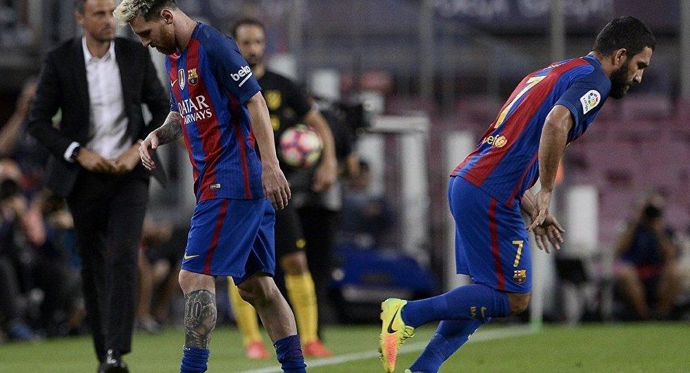 Lionel Messi -Arda Turan