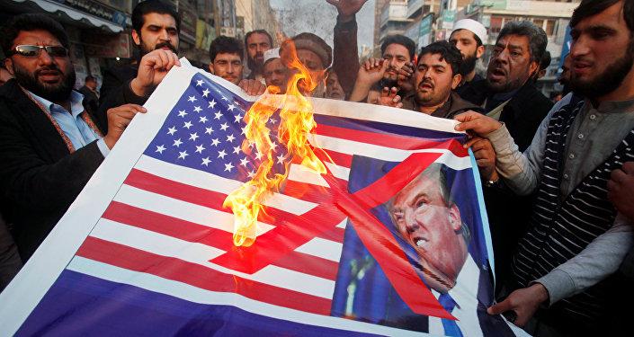Pakistan halkı ABD'ye tepkili