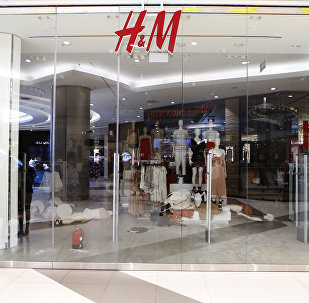 Güney Afrikalı aktivistler, H&M mağazalarına saldırdı