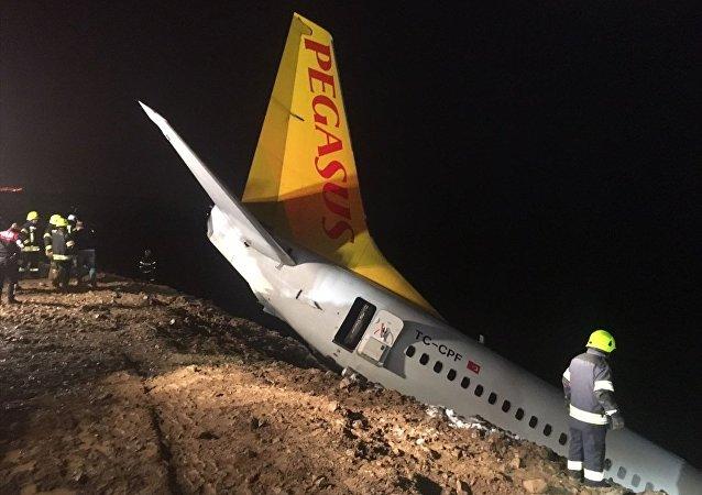Ankara'dan Trabzon'a gelen uçak Trabzon Havalimanı'na iniş yaptıktan sonra pistten dışarıya çıktı.