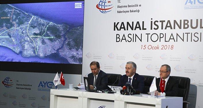Ulaştırma, Denizcilik ve Haberleşme Bakanı Ahmet Arslan, Kanal İstanbul Projesi'nde gelinen son durumu ve proje güzergahını düzenlenen basın toplantısında açıkladı.