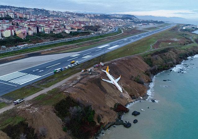 Trabzon'da pistten çıkan Pegasus uçağı