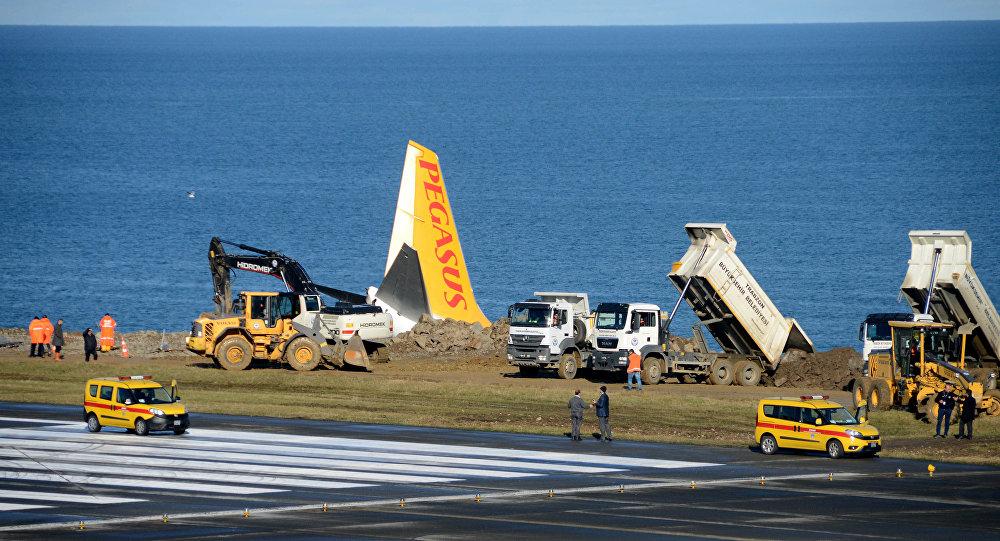Trabzon'da pistten çıkan uçak