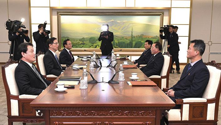Kuzey Kore'nin baş delegesi Jon Jong-su- Güney Kore'nin baş delegesi Birleştirme Bakanı Yardımcısı Chun Hae-sung