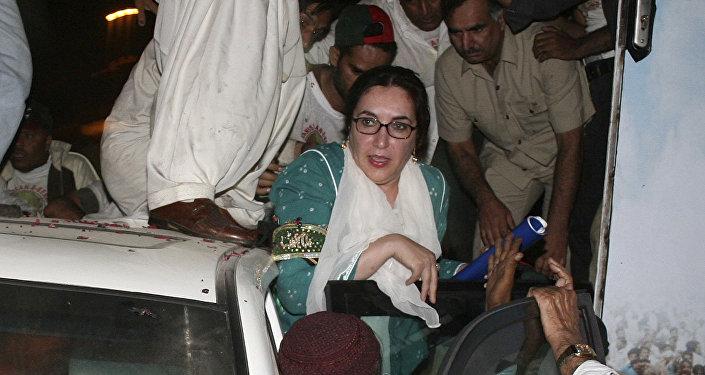 Benazir Butto Karaçi suikast girişiminden kurtarılırken 18 Ekim 2007