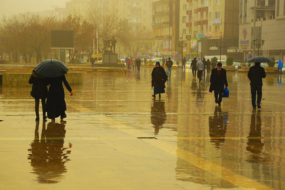 Diyarbakır'da çamur yağdı