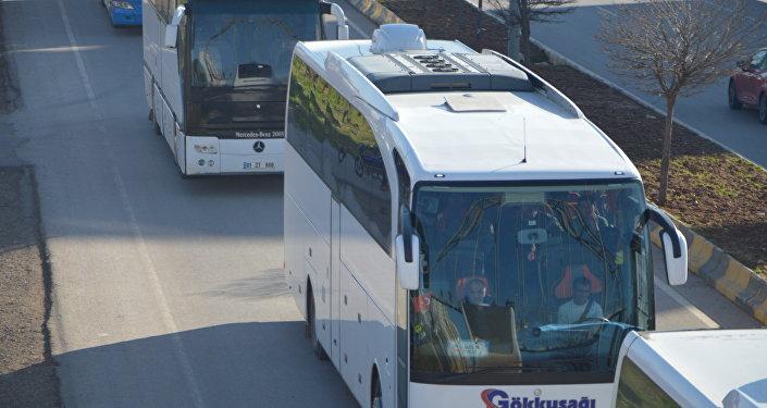 Türkiye'nin eğitip donattığı ÖSO üyesi 800 savaşçı El Bab ve Cerablus'tan alınarak otobüslerle Kilis üzerinden Suriye'nin Afrin kırsalı bölgesine sevk edildi