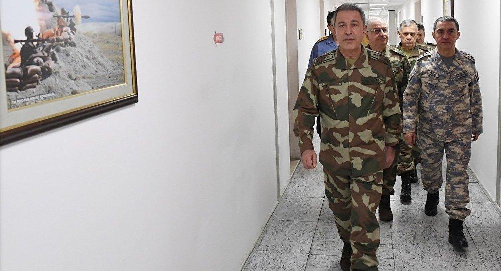 Genelkurmay Başkanı Orgeneral Hulusi Akar ve komuta kademesi yeni kamuflajları ilk kez kullandı.