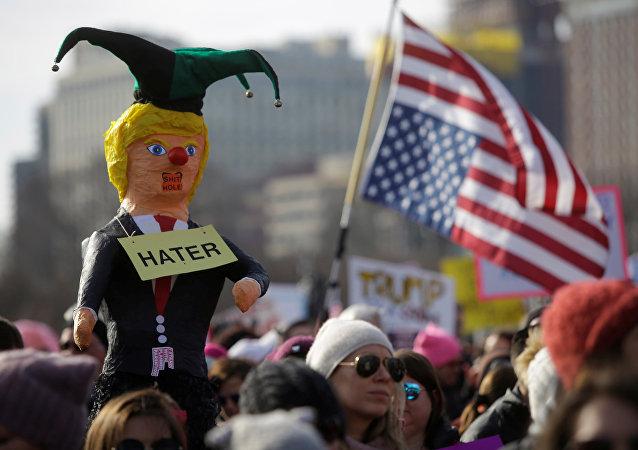 ABD'de Kadınlar Yürüyüşü Trump karşıtı protestoya dönüştü
