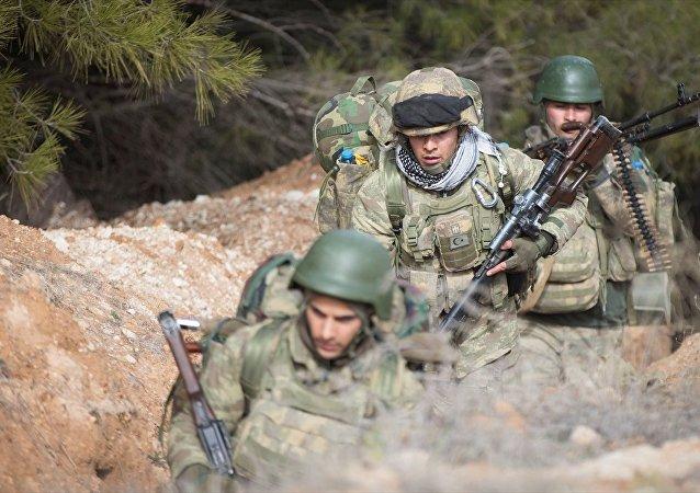 TSK, ÖSO ile Afrin'e Azez'den operasyon başlattı.