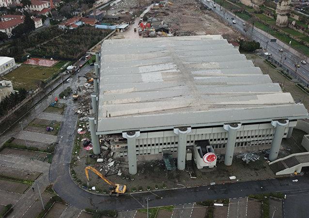 Abdi İpekçi Spor Salonu'nun yıkımı başladı