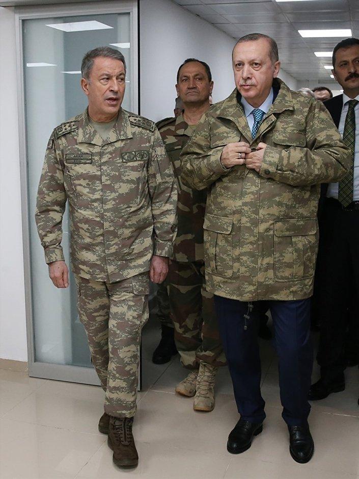 Erdoğan, Genelkurmay Başkanı Orgeneral Hulusi Akar'la Ankara'dan Zeytin Dalı Harekatı'nın sevk ve idaresinden sorumlu olan 2. Ordu'nun Hatay'daki Harekat Merkezi'ne geçti.