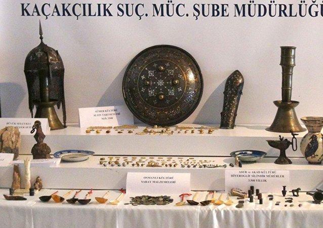 İstanbul'da tarihi eser kaçakçılığı operasyonunda ele geçirilenler.