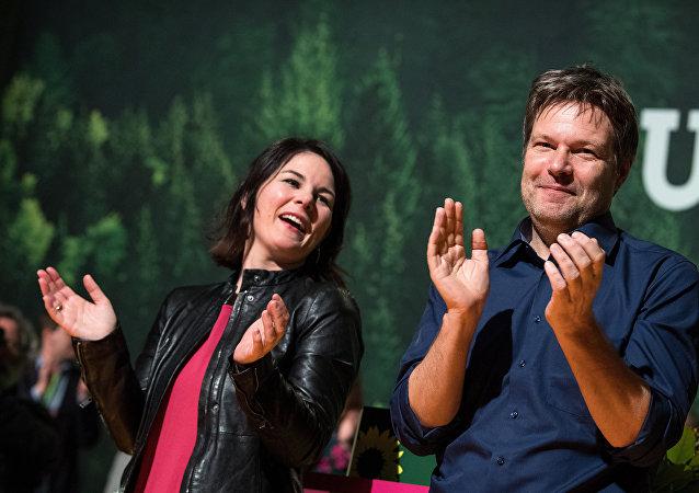 Alman Yeşiller Partisi'nin yeni eş genel başkanları Robert Habeck ve Annalena Baerbock oldu