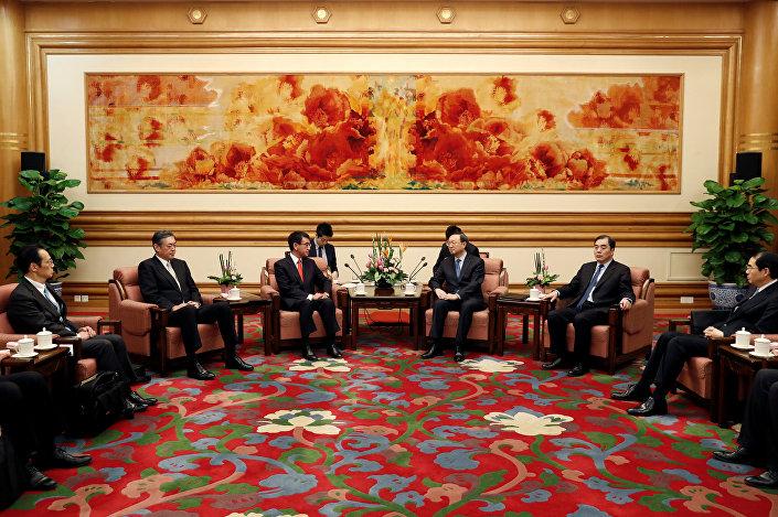 Japonya Dışişleri Bakanı Taro Kono, Çin'deki temasları kapsamında Başbakan Li Kıçiang ile de görüştü.