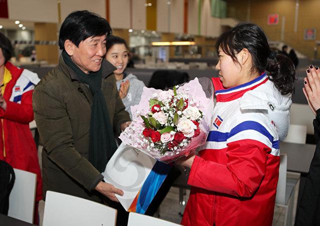 Güney Kore Jincheon Ulusal Antreman Merkezi, Kuzey ve Güney kadın buz hokeyi takımları ortak idmanda, Kuzeyli sporcu için doğumgünü kutlaması
