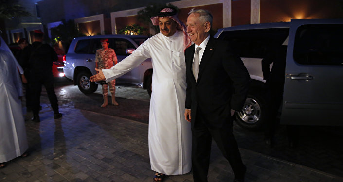 Katar Savunma Bakanı Halid bin Muhammed el Atiyye ABD Savunma Bakanı Jim Mattis
