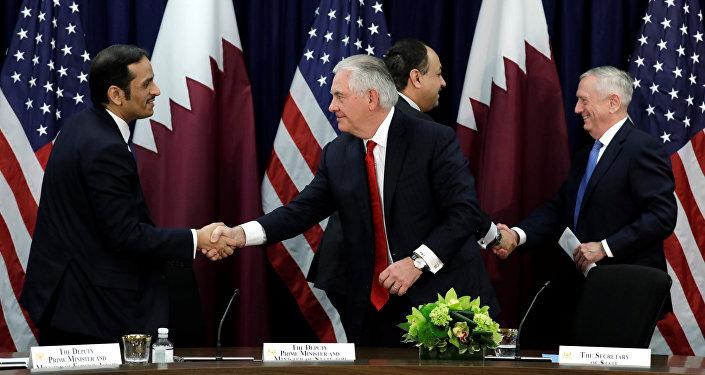 ABD Dışişleri Bakanı Rex Tillerson, ABD Savunma Bakanı Jim Mattis, Katar Dışişleri Bakanı Şeyh Muhammed bin Abdurrahman El Sani ve Katar Savunma Bakanı Khalid Bin Muhammed Al-Attiyah