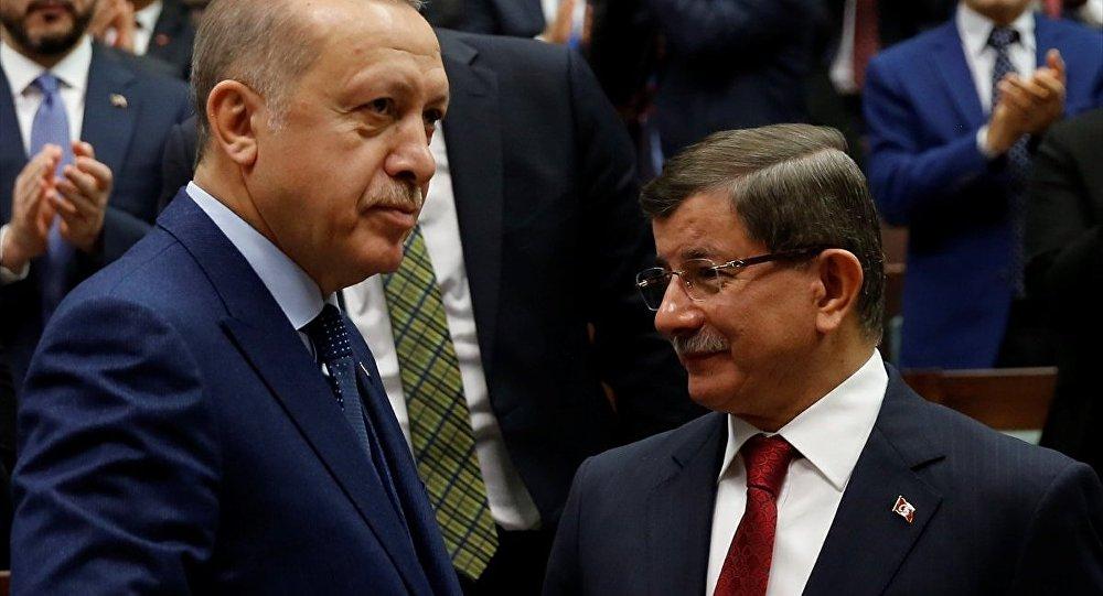Cumhurbaşkanı ve AK Parti Genel Başkanı Recep Tayyip Erdoğan, ve eski Başbakan AK Parti Ahmet Davutoğlu