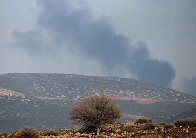 Zeytin Dalı Harekatı'nda Hatay'ın Hassa ve Kırıkhan ilçelerinin karşısındaki Afrin'in batı kırsalı TSK'nin topçu birliklerince vuruluyor.