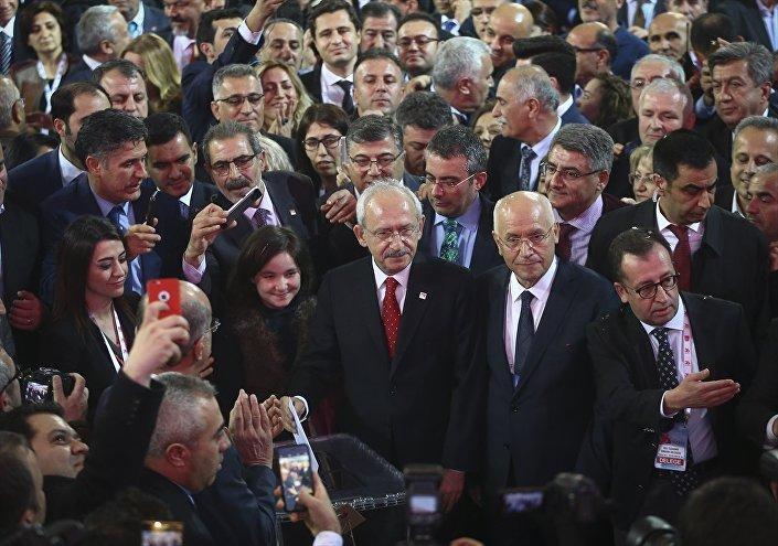 CHP Genel Başkanı Kemal Kılıçdaroğlu, genel başkanlık seçiminde oyunu kullandı.