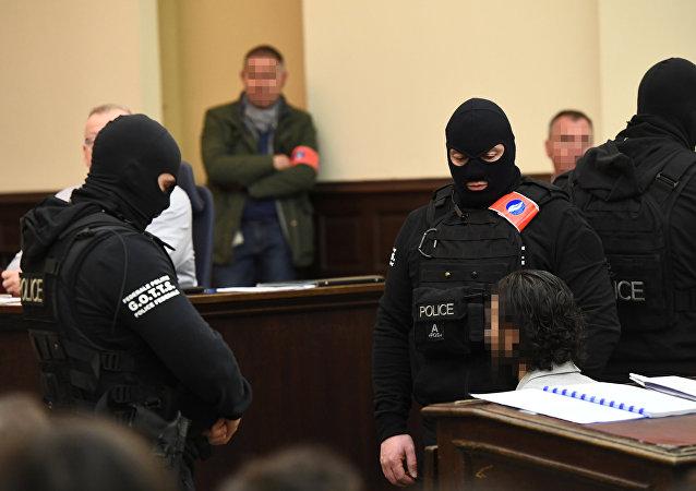 Salah Abdeslam Kasım 2015 Paris saldırıları zanlısı Bürksel'de mahkemede