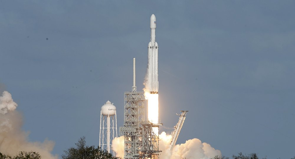 SpaceX Falcon Heavy roketini fırlattı
