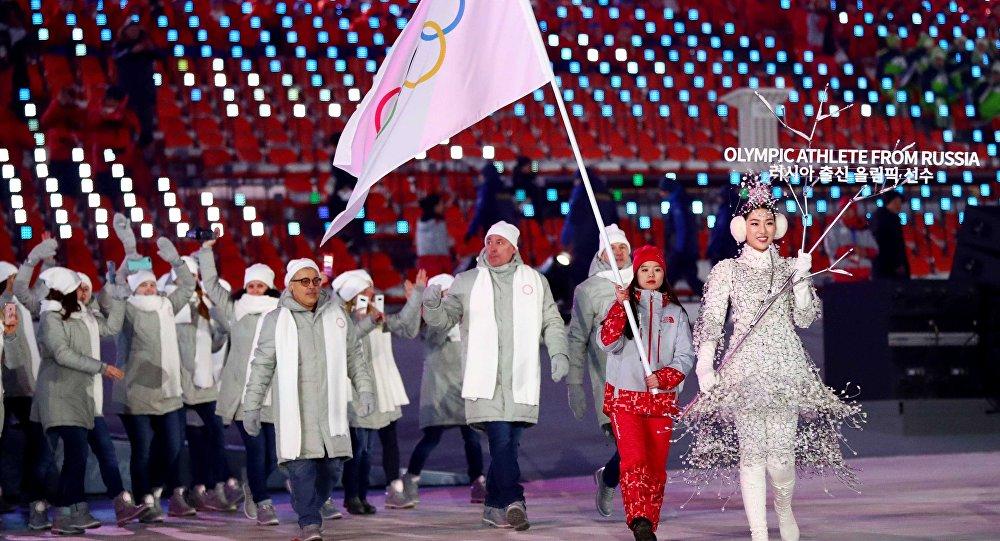 Doping testleri temiz çıkan toplam 169 Rus sporcu, PyeongChang 2018'de bağımsız olarak 'Rusya'dan katılan olimpik atlet' unvanıyla Olimpiyat Bayrağı altında yürüdü.