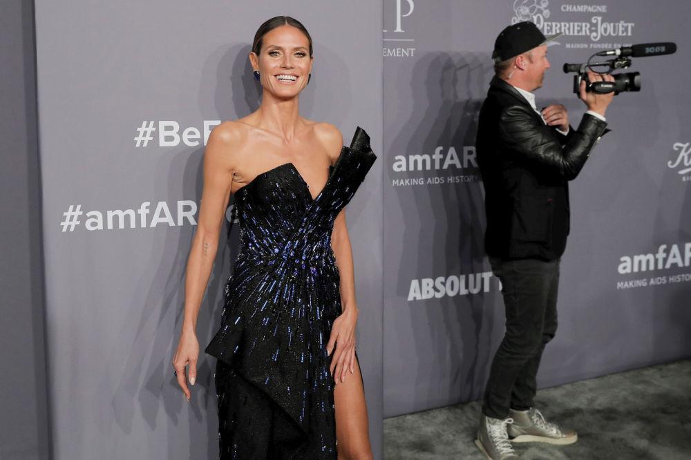 AmfAR Gala'da cesur kıyafetler