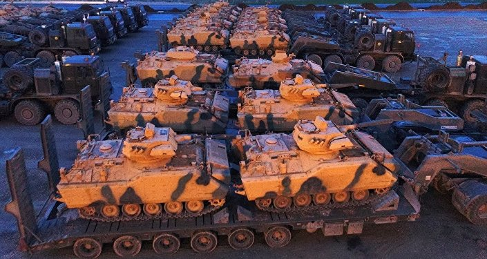 Afrin'e yönelik Zeytin Dalı Harekatı kapsamında Suriye sınırında konuşlu TSK birliklerine takviye amaçlı gönderilen askeri araçlar Hatay'a ulaştı.