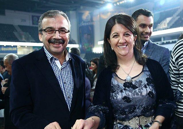 İstanbul Milletvekili Pervin Buldan (sağda) ve HDP Ankara Milletvekili Sırrı Süreyya Önder (solda)