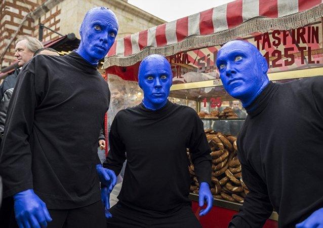 'Blue Man Group' İstanbul sokaklarında