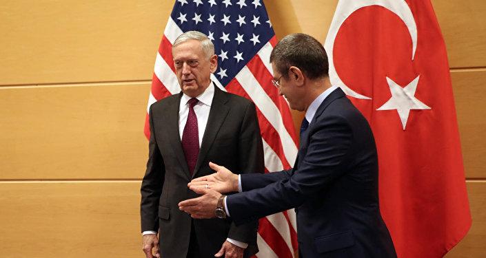 Milli Savunma Bakanı Nurettin Canikli ile ABD Savunma Bakanı James Mattis
