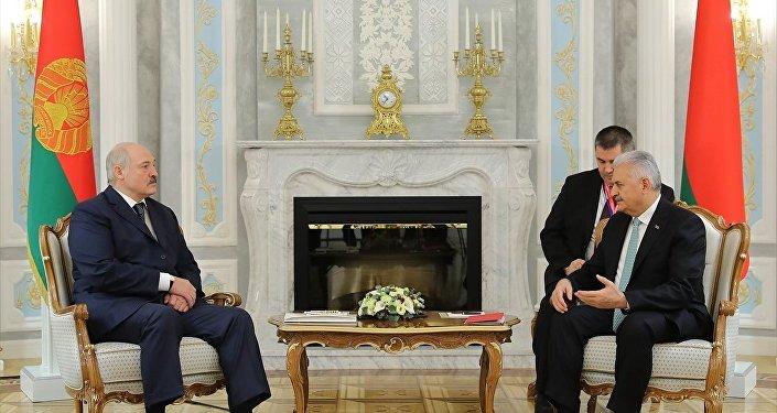 Belarus Devlet Başkanı Aleksandr Lukaşenko, Başbakan Binali Yıldırım'ı kabul etti.