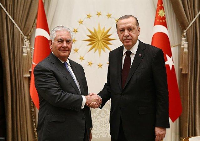 Cumhurbaşkanı Recep Tayyip Erdoğan, ABD Dışışleri Bakanı Rex Tillerson'ı Cumhurbaşkanlığı Külliyesi'nde kabul etti.