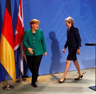 Almanya Başbakanı Angela Merkel ile İngiltere Başbakanı Theresa May