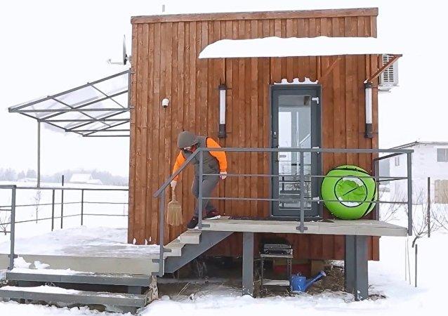 Üç kişilik Belaruslu aile, 16 metrekarelik evde yaşıyor