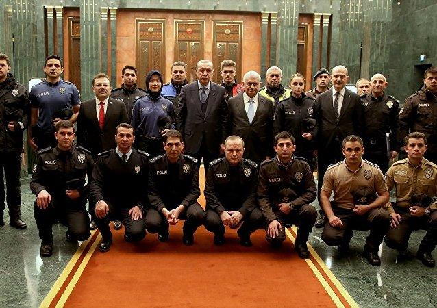 Emniyetin yeni üniforması Beştepe'de tanıtıldı