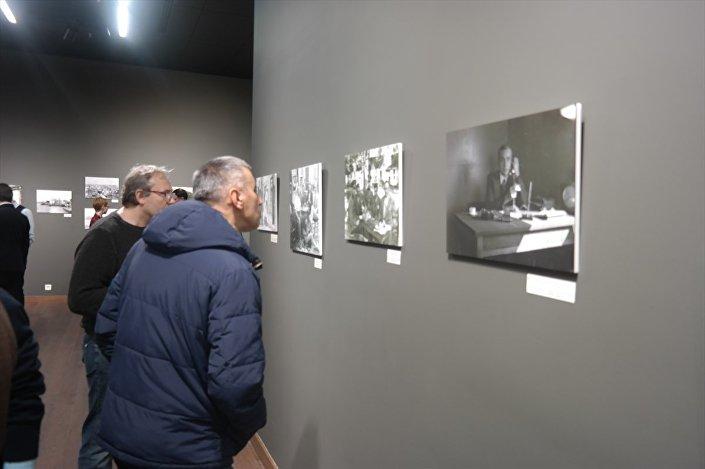 Macar antrenör Rezso Peter'in 1935'te çektiği Mustafa Kemal Atatürk fotoğrafları da sergide yerini aldı.