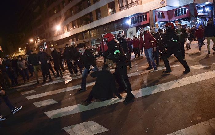 UEFA Avrupa Ligi'nde olaylı gece: 1 polis öldü