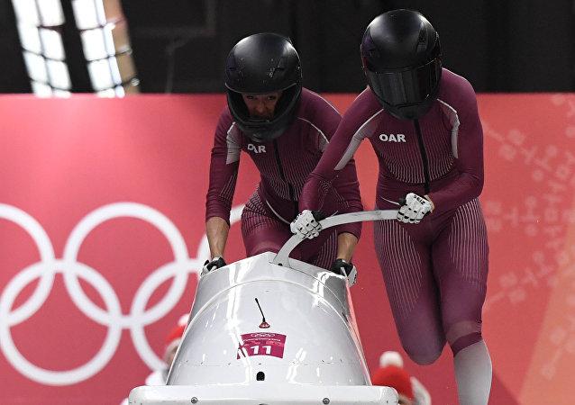 Rus bobsledçiler Anastasiya Koçerjova ve Nadejda Sergeyeva