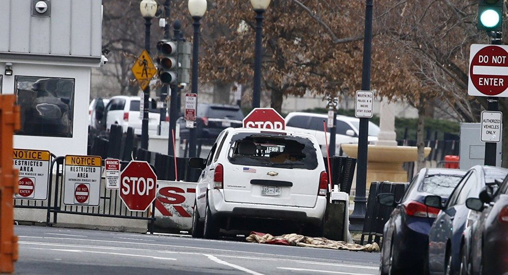 Beyaz Saray bariyerlere çarpan araç nedeniyle alarma geçti