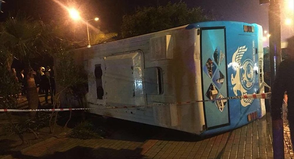 Antalya'da askerleri taşıyan minibüs devrildi